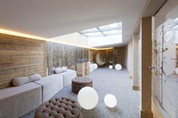 Conheça o décor aconchegante do Hotel de Rougemont no coração dos Alpes Suíços 14