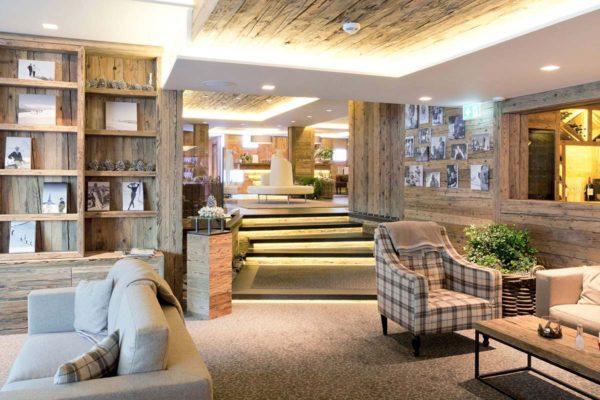 Conheça o décor aconchegante do Hotel de Rougemont no coração dos Alpes Suíços 3