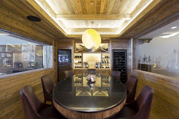 Conheça o décor aconchegante do Hotel de Rougemont no coração dos Alpes Suíços 8