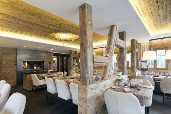 Hotel Rougemont - Lareira2