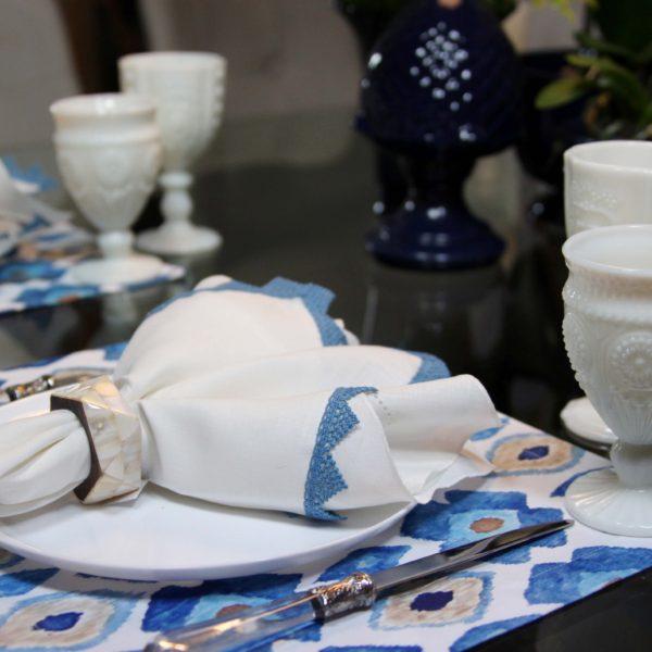 Guipir na Mesa Posta - guardanapo com renda azul 3