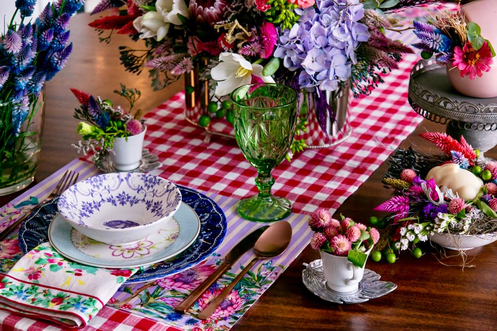 mesa-de-páscoa-colorida